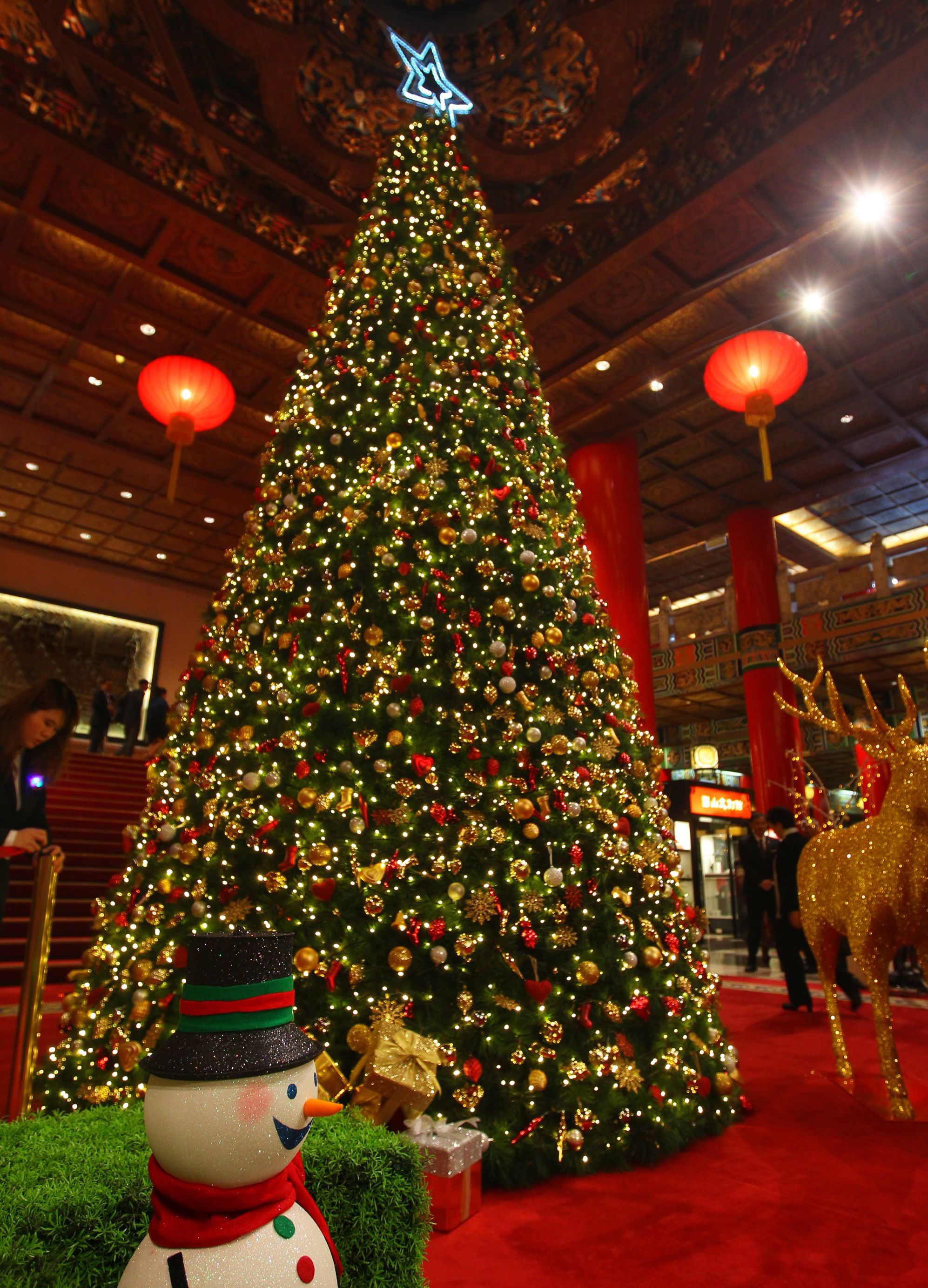 Christmas decorations events around taiwan photo essays for Christmas decorations near me