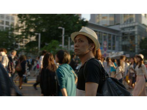慎吾さん(劇中写真) 1999年石垣のロックバンド「B-SHOP」のベースとしてデビュー、2008年からヘビーメタルバンド「セックスマシンガンズ」(SEX MACHINEGUNS)と「ザ☆メンテナンス」でSHINGO☆(しんごすたー)として活躍。ベースを担当している。