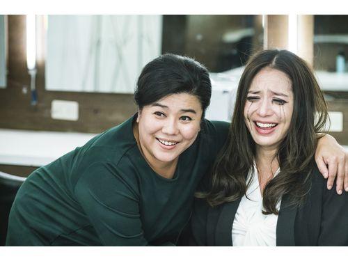 ライバル役のリン・メイシュウ(左)とビアンカ。劇中写真(華聯国際提供)