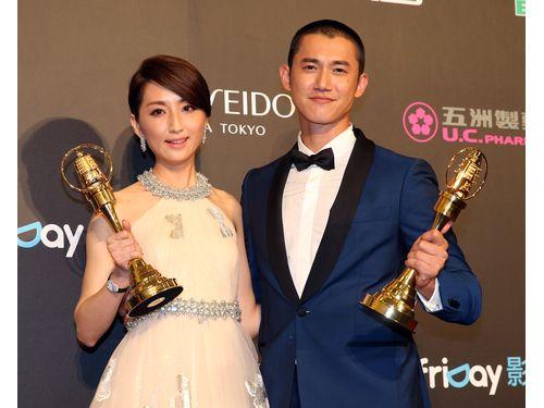 長編ドラマ主演賞に輝いたアリス・クー(左)とクリス・ウー