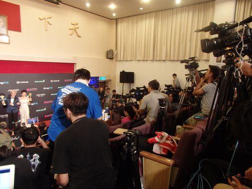 舞台裏の取材ルーム。受賞者はステージでの受賞スピーチを終えた後にこちらに移動し、取材に答えた。