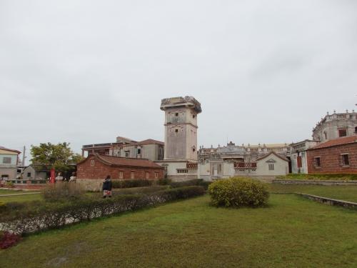 「得月楼・黄輝煌洋楼」。得月楼はかつて防衛の役割も担っており、壁の四面には銃眼が備えられている。