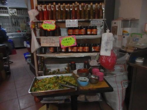 家郷はレジカウンターの横で自由に野菜を盛ることができる
