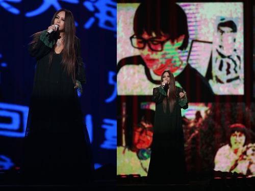 アーメイは「天天想你」など5曲を披露。「天天想你」はアカペラで歌い上げた。