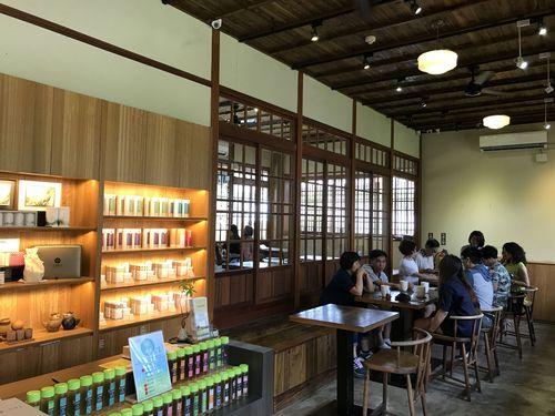 「八拾捌茶輪番所」には、台湾各地の茶園から厳選された良質な茶葉が並ぶ。いずれも熟練焙煎師によって焙煎されたものだ。