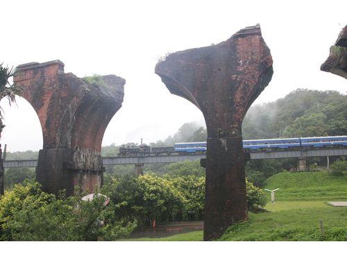 「龍騰断橋」