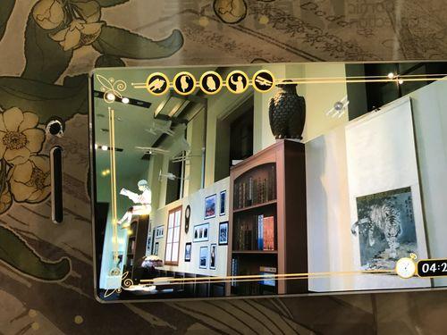 「北城百画帖」展示エリアに入ると、来場者はスマートフォン次世代AR(拡張現実)技術Google Tangoに対応したスマートフォンASUS ZenFone AR携帯を使い、1930年代の台北の喫茶店「百画堂」を体験できる。