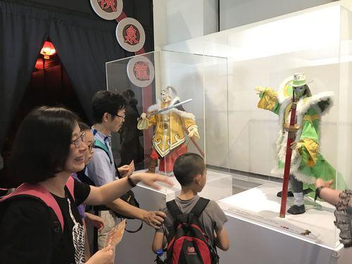 「龍泉侠と謎霧人」展示エリアでは、デジタル技術を採用した伝統的人形劇「布袋戯」(ポテヒ)を鑑賞することが可能。