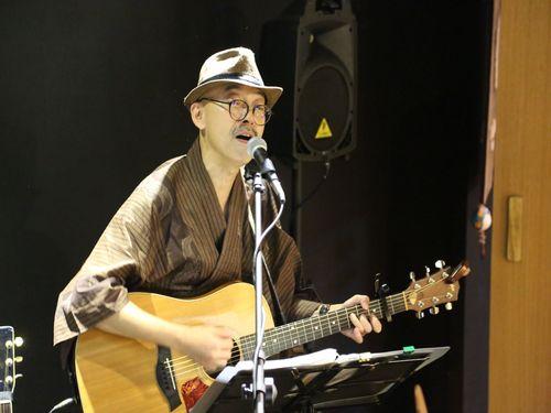 台日混成デュオバンド 「八得利」が結成されたのは、4、5年前のこと。馬場克樹さんはボーカルを担当している。