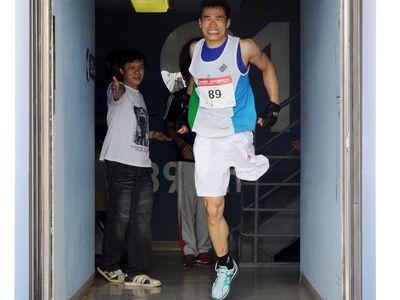 台北101、2046段の階段駆け上がりレース開催