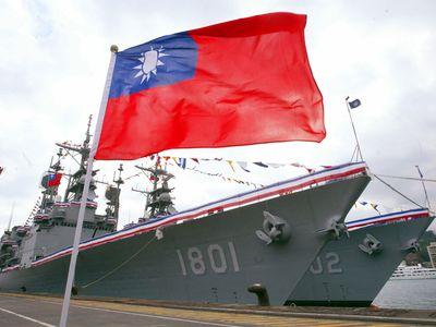 """台湾海軍、日本領海付近で""""迷走""""、艦隊長処分"""