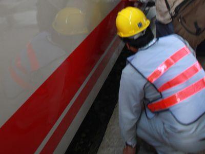 日本から購入の特急車両、基隆駅で一時立ち往生