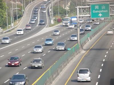 台湾、春節連休1日目  高速道路はおおむね順調