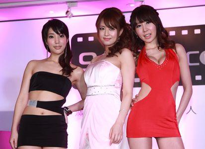 Eカップ吉沢明歩もびっくり、「本場台湾はサイズが大きい!」