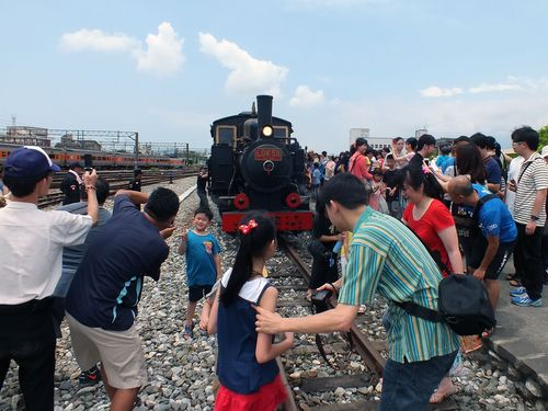台湾「鉄道の日」  99歳の蒸気機関車がお目見え