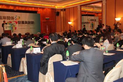 両岸初  民進党系と北京当局系が大型会合