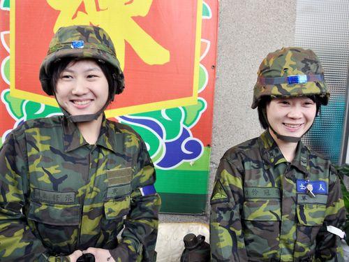 台湾、男性より女性が軍入隊に積極的  志願兵募集で