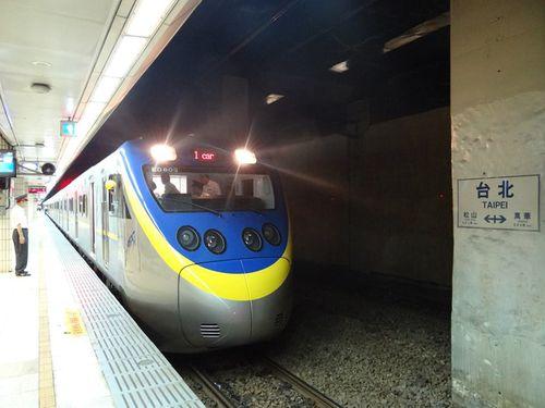 台湾鉄道の日本製「微笑号」電車、運転開始へ  関連グッズ販売も