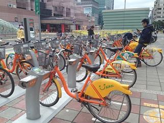 台北市などが運営する自転車シェアリング「YouBike」の専用駐輪場