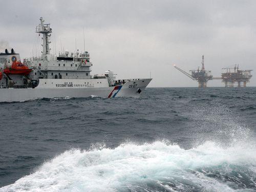 台湾海巡署船、東シナ海ガス田接近で主権アピール  日本海保船とも遭遇=中央社記者報告