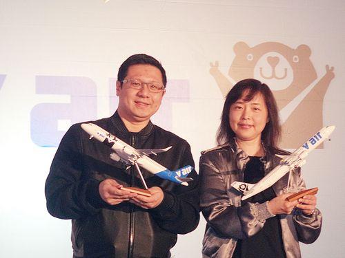 """復興航空傘下のLCC「Vエア」、ロゴマークには可愛い""""台湾黒熊"""""""