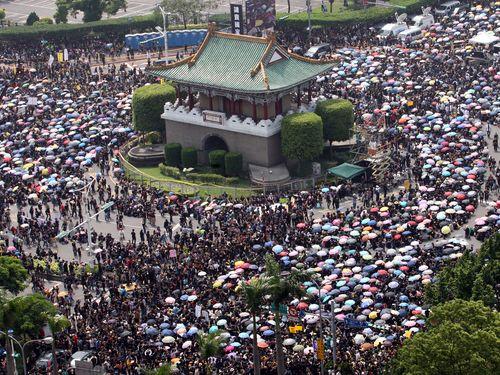 馬総統、学生抗議デモを理性的と評価  国会占拠の解除を呼びかけ/台湾