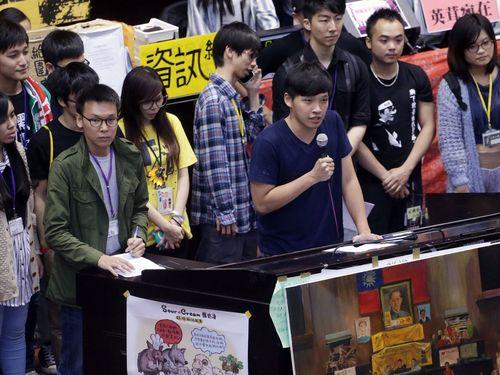 立法院占拠の学生ら、10日午後6時の退去を宣言/台湾