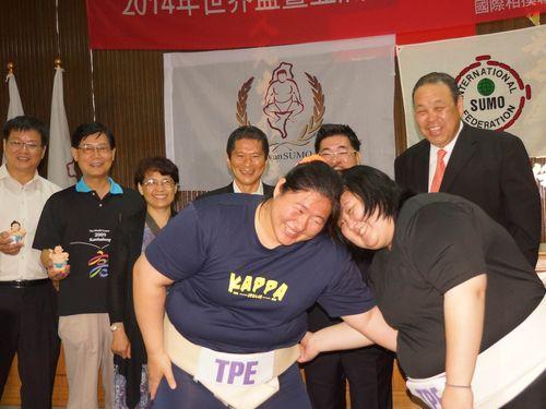台湾で相撲の世界選手権大会、競...