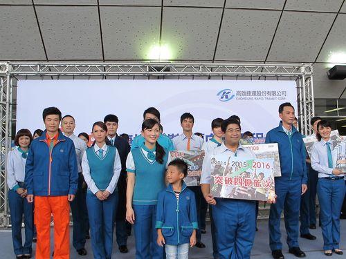高雄メトロで新制服を発表  来年の赤字ゼロ目指す/台湾