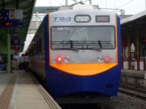 EMU700型電車