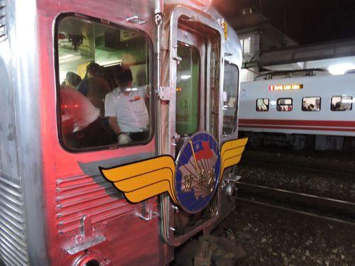 台湾鉄道の花形気動車が引退  ラストランに大勢のファン集まる