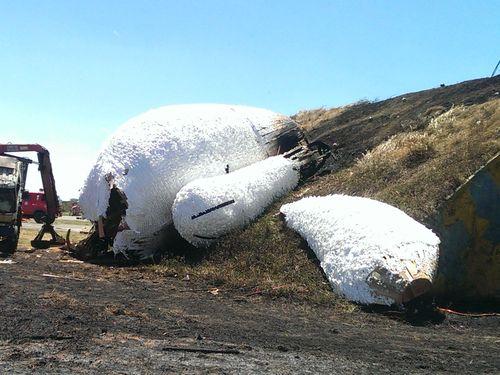 巨大ウサギのオブジェ、撤去作業中に燃える/台湾・桃園