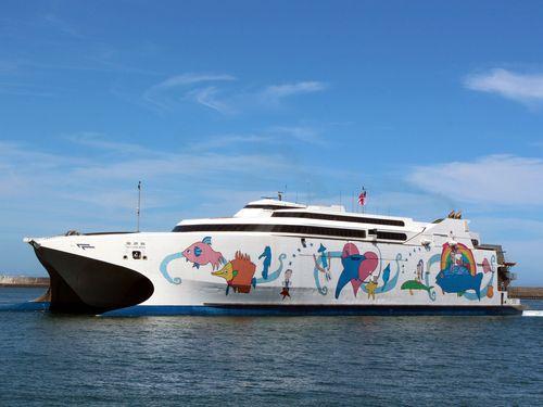 華岡グループが所有する高速フェリー「麗娜」。青函航路で活躍した「ナッチャンRera」だった