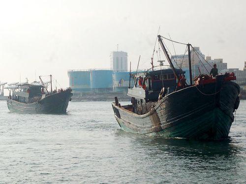 台湾、澎湖沖で違法操業の中国大陸漁船を排除  3隻拿捕
