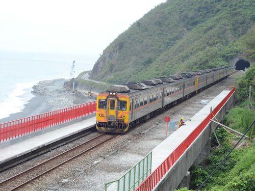 台湾東部を走る花形気動車「光華号」。2014年7月引退