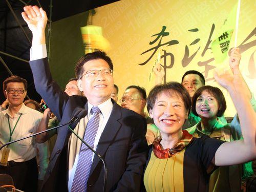 台湾・台中市長選  民進党の林佳龍氏が雪辱果たし初当選へ