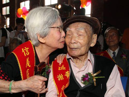 金婚式(結婚50周年)を迎える台湾の夫婦=2014年6月撮影