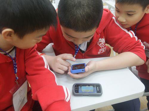 台湾、子供に長時間モバイル端末使用させた保護者に罰金へ