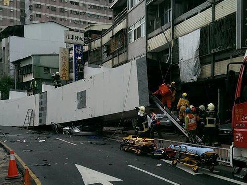 台中メトロの工事現場から鋼梁が落下  多数の死傷者/台湾