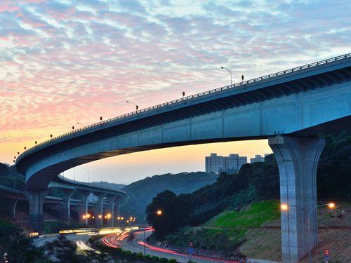 台湾・中山高速道路の五楊高架橋...