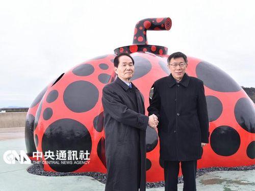 浜田恵造香川県知事(左)を表敬訪問した柯文哲台北市長=台北市政府提供
