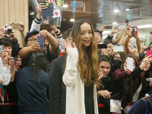 安室奈美恵、台北に到着  大勢のファンが出迎え=週末に台湾公演