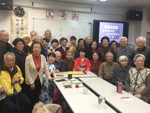 慶応大・落語研究会  台湾で海外初披露  お年寄りニッコリ