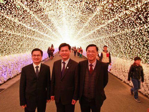 左から彰化県の魏明谷県長、台中市の林佳龍市長、南投県の林明シン県長