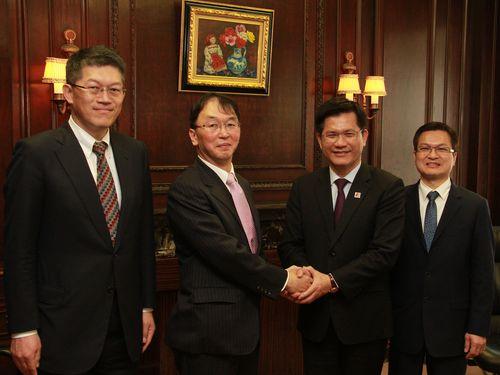 三井不動産の船岡昭彦常務(左2)、台中市の林佳龍市長(右2)