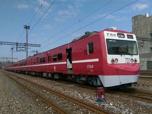京急カラーの特別塗装車両が出発進行  台湾鉄道