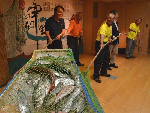 地引き網体験で生態観光PR、ちまきの無料配布も  28日開催/台湾・新北