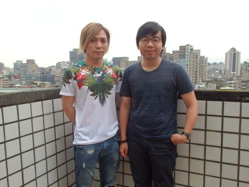 左から玉木慎吾さん、黄インイク監督
