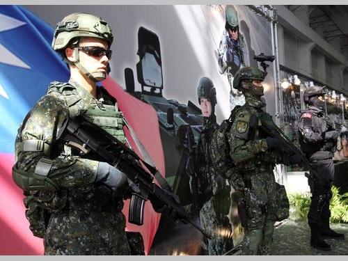 防弾性向上  国防部が最新の個人装備公開=蔡総統の指示受け/台湾