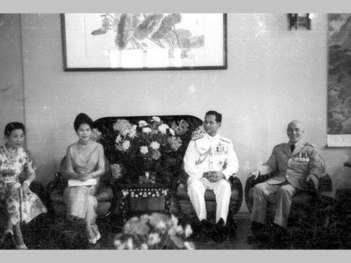 タイ・プミポン国王、台湾との交流深化に貢献  李登輝氏と面会も